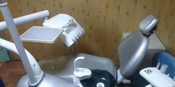 Стоматологическая установка Ajax AJ 18 с нижней подачей инструментов.